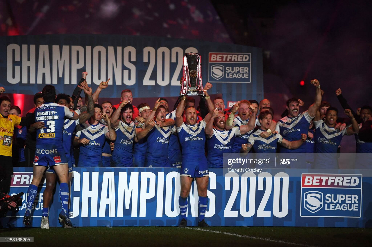 HULL, ENGLAND - NOVEMBER 27: James Roby of St Helens lifts the trophy as his team mates celebrate victory following the Betfred Super League Grand Final between Wigan Warriors and St Helens at KCOM Stadium on November 27, 2020 in Hull, England. Sporting stadiums around the UK remain under strict restrictions due to the Coronavirus Pandemic as Government social distancing laws prohibit fans inside venues resulting in games being played behind closed doors. (Photo by Gareth Copley/Getty Images)