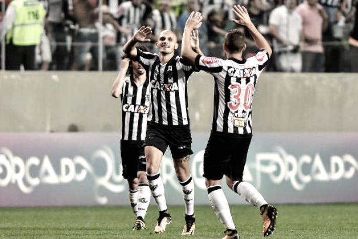 Com gol de Fábio Santos, Atlético-MG bate São Paulo e se aproxima do G-6