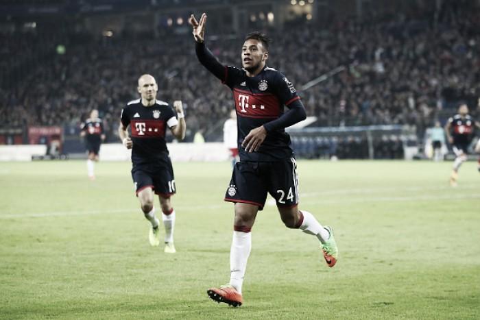 Bayern de Munique, com mais um homem, vence Hamburgo e é líder