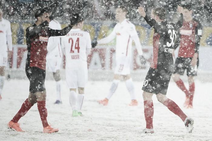 Debaixo de neve, Freiburg derrota e reduz diferença para RB Leipzig na 2. Bundesliga