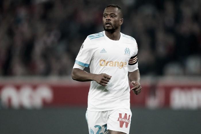 Uefa suspende Evra por agressão a torcedor; lateral deixa Olympique de Marseille
