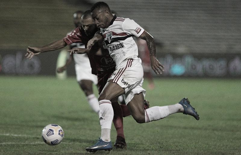 Valente, 4 de Julho aproveita bola parada e abre vantagem diante do São Paulo