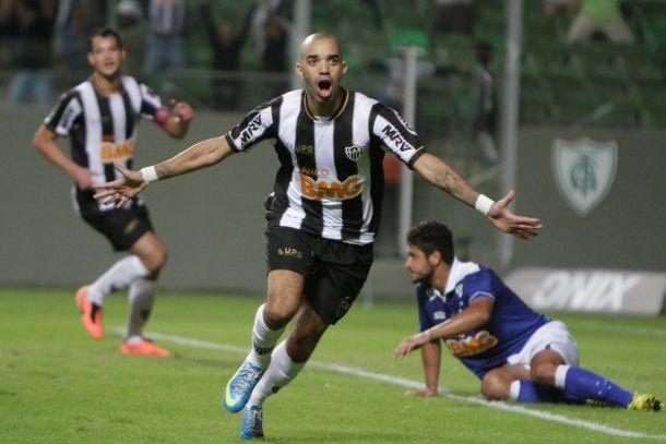Diego Tardelli e seu faro de gols contra o Cruzeiro