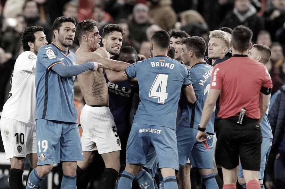 Enfrentamiento físico entre los jugadores del Getafe y el Valencia en el partido de vuelta de los cuartos de Copa del Rey (2019) | Fuente: 20Minutos