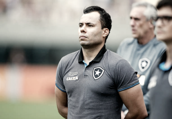 Diretor executivo do Santos, Gustavo Vieira viaja para buscar contratação de Jair Ventura