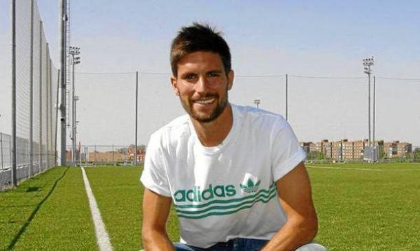 Adrián González, el segundo en llegar
