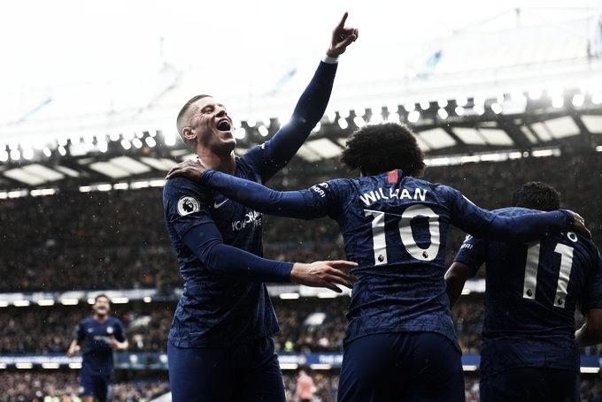 Chelsea goleia Everton e segue firme por vaga na Champions League