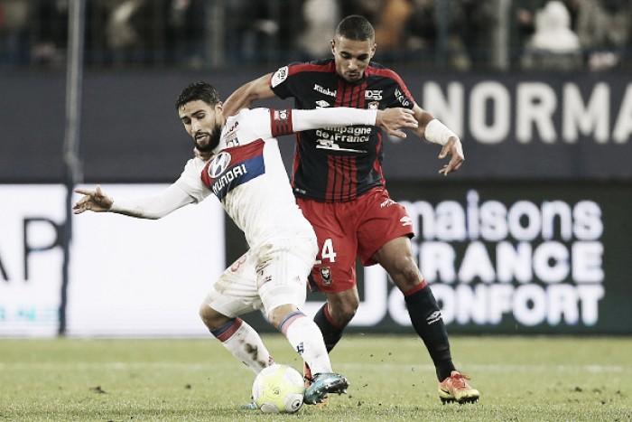Em jogo problemático, Lyon vence Caen fora de casa e se mantém no pódio da Ligue 1