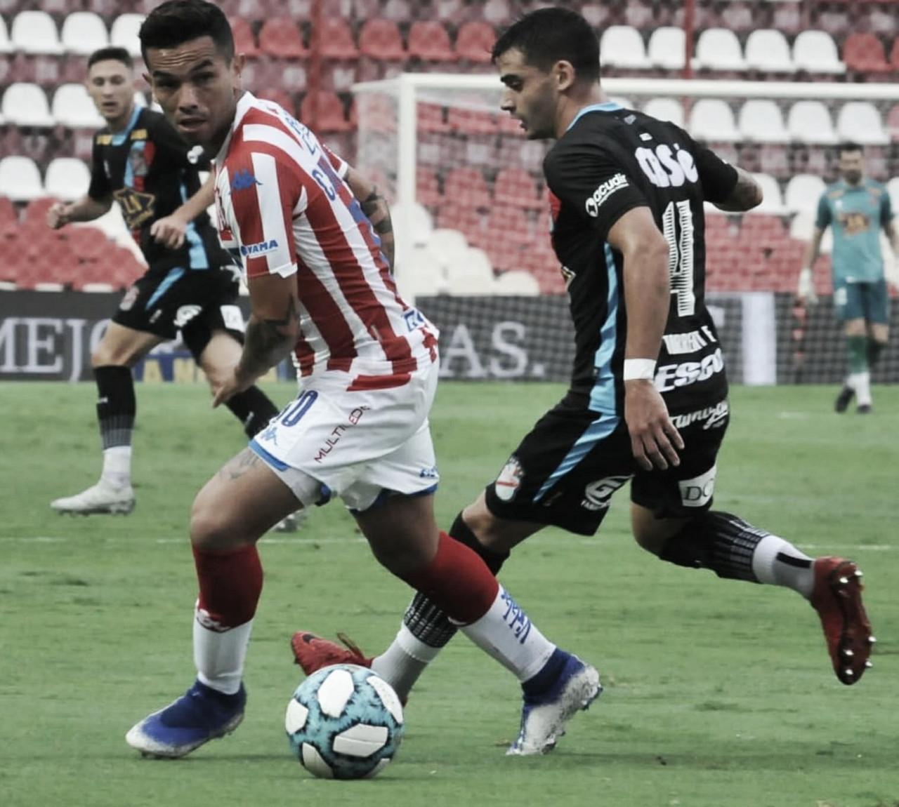 Gabriel Carabajal, el mejor de Unión, controla el balón ante la marca de Fernando Torrent. Foto: Club Atlético Unión.
