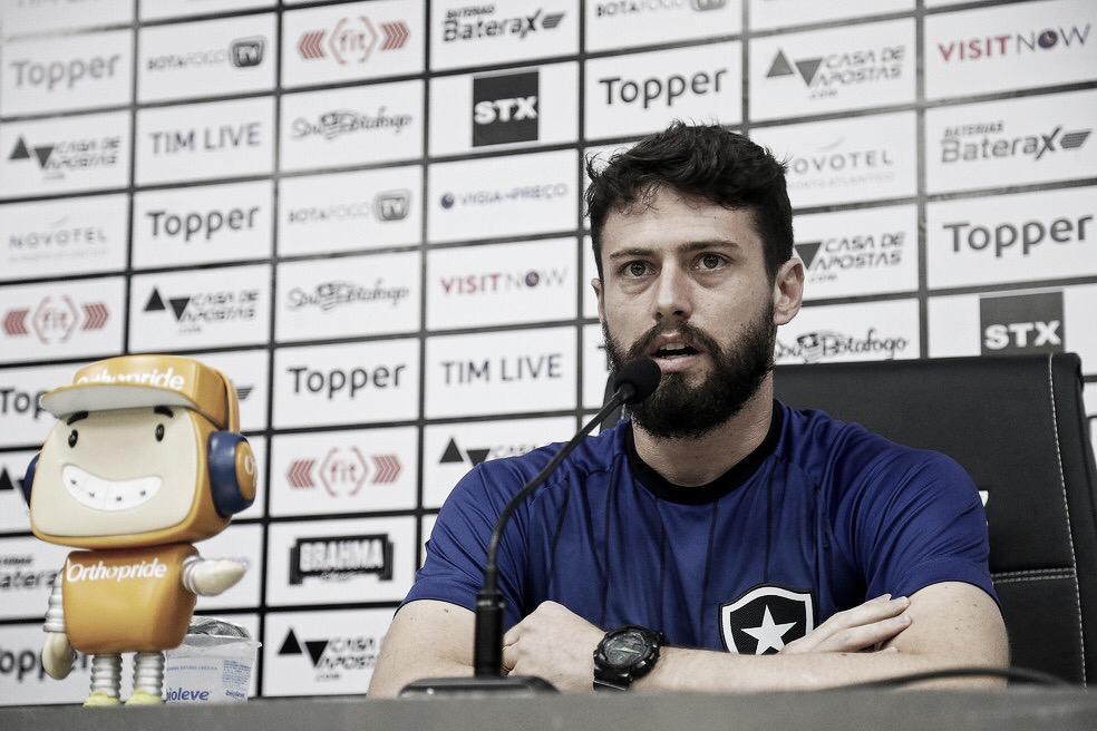 """Apesar das baixas para o jogo da volta contra o Galo, João Paulo acredita: """"Podemos vencer lá"""""""