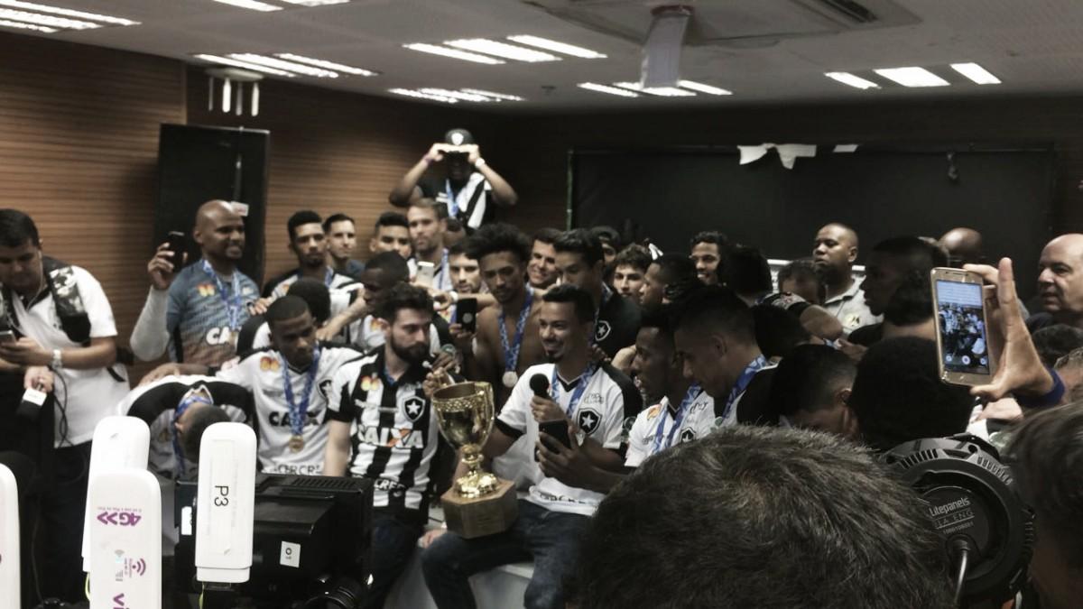 """Rodrigo Lindoso comemora título carioca: """"Poderia ser mais tranquilo, mas é Botafogo"""""""