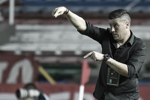 """Juan Cruz Real: """"Se tiene que ir gestionando las cargas, todos son importantes en el plantel"""""""