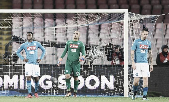 Apático, Napoli perde para Atalanta em casa e é eliminado da Copa Itália