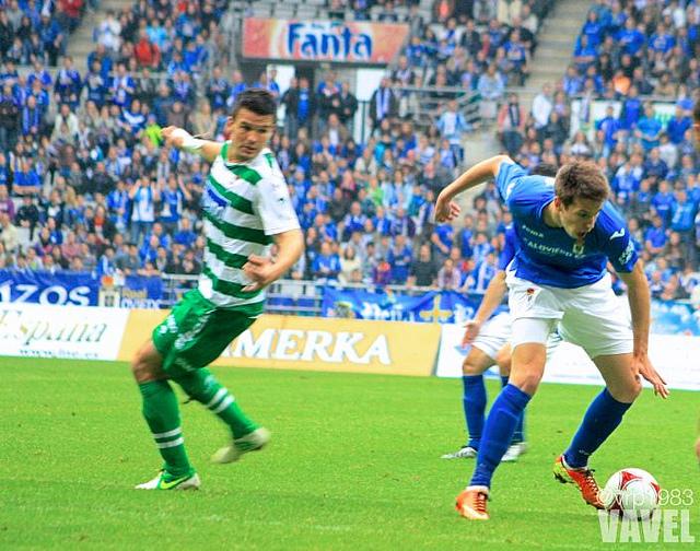 Josep Señé firma, ahora en propiedad, por el Real Oviedo