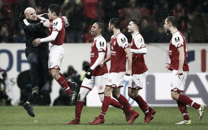 Mainz mantém tabu, derrota Stuttgart e se afasta da zona de rebaixamento