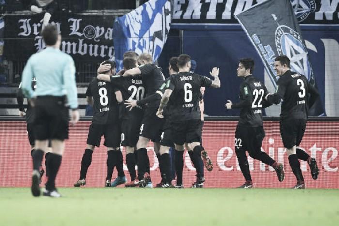 Colônia vence Hamburgo, alcança terceira vitória seguida e sonha com saída do rebaixamento