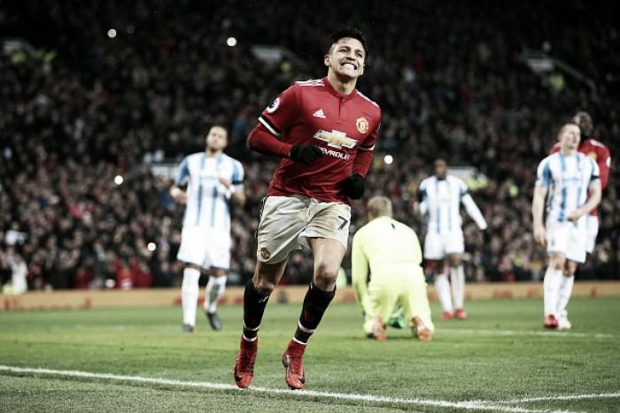 Sánchez marca em sua estreia no Old Trafford e comanda vitória do United sobre Huddersfield