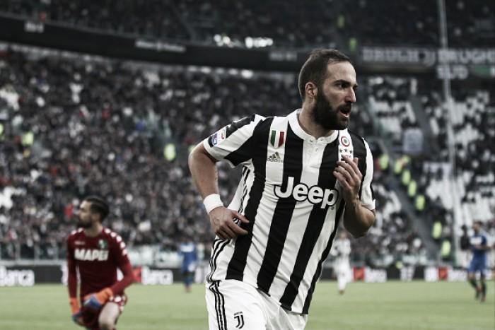 Com tripletta de Higuaín, Juventus 'pinta o sete' contra Sassuolo e põe pressão sobre Napoli
