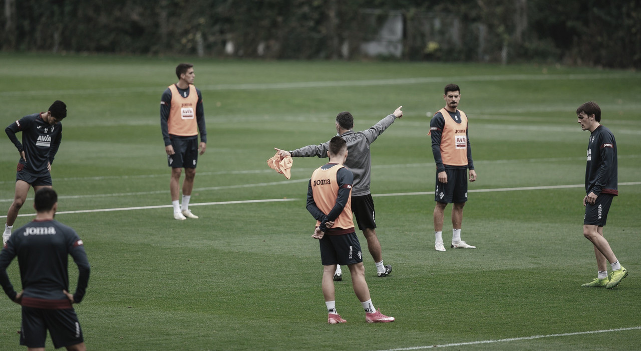 Mendilibar convoca a 23 jugadores para el partido ante el Elche CF