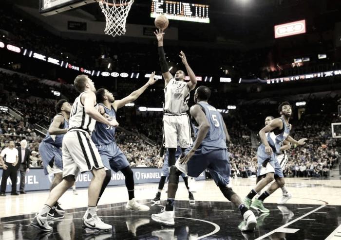 Nba - San Antonio a fatica prevale sui T'Wolves, Portland cancella Brooklyn
