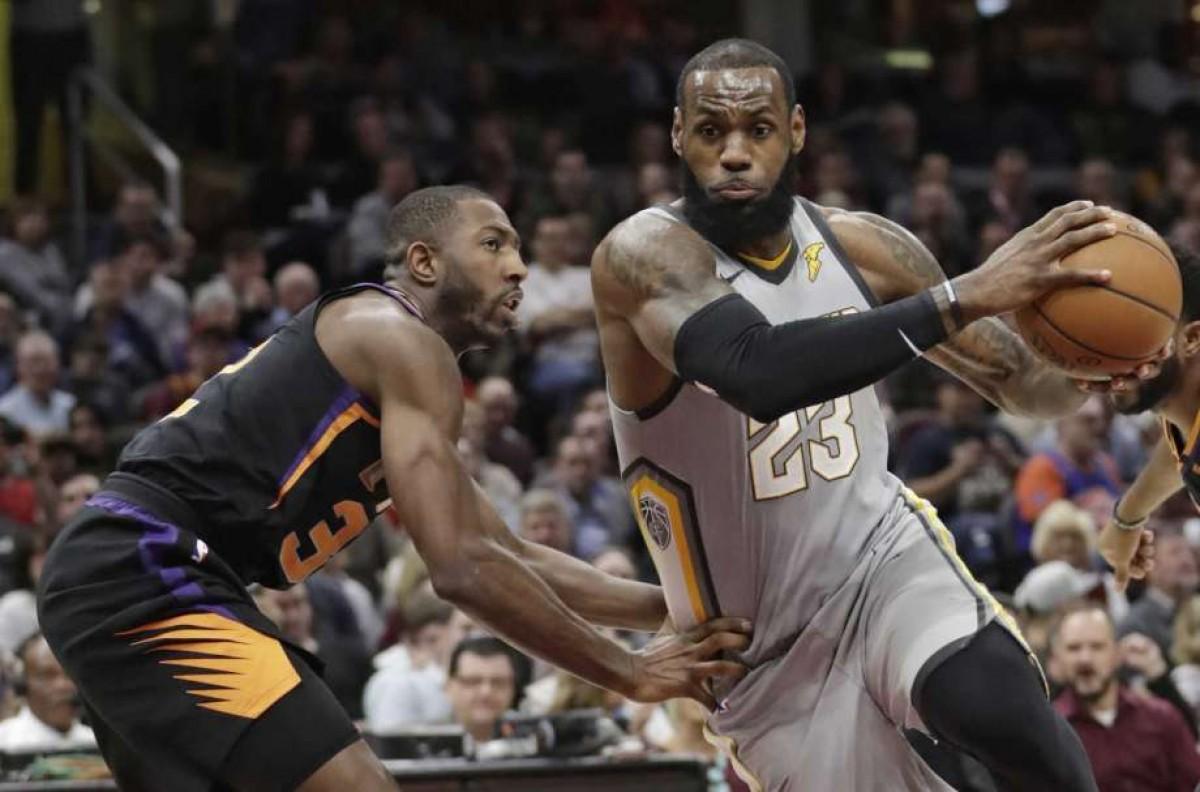 Cleveland venció ampliamente a los Suns con otra gran actuación de LeBron