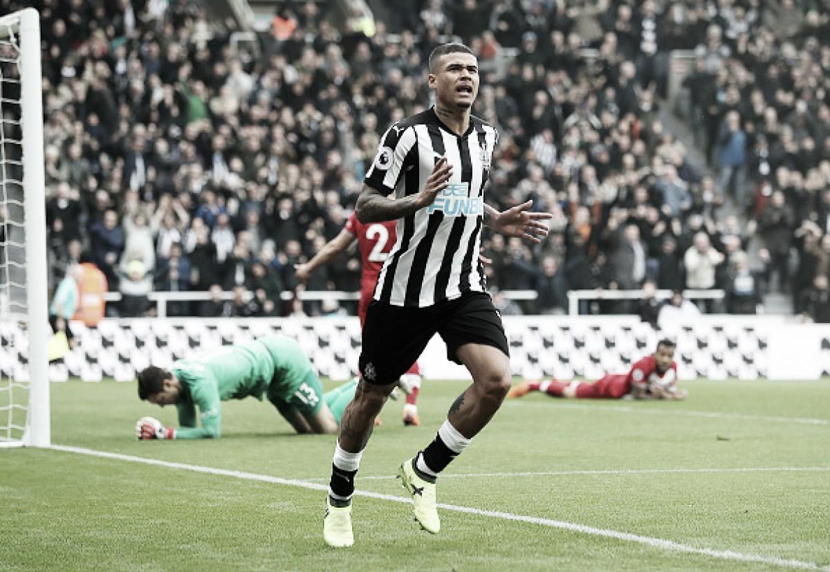 Com dois de Kenedy, Newcastle vence Southampton e se distancia da zona de rebaixamento