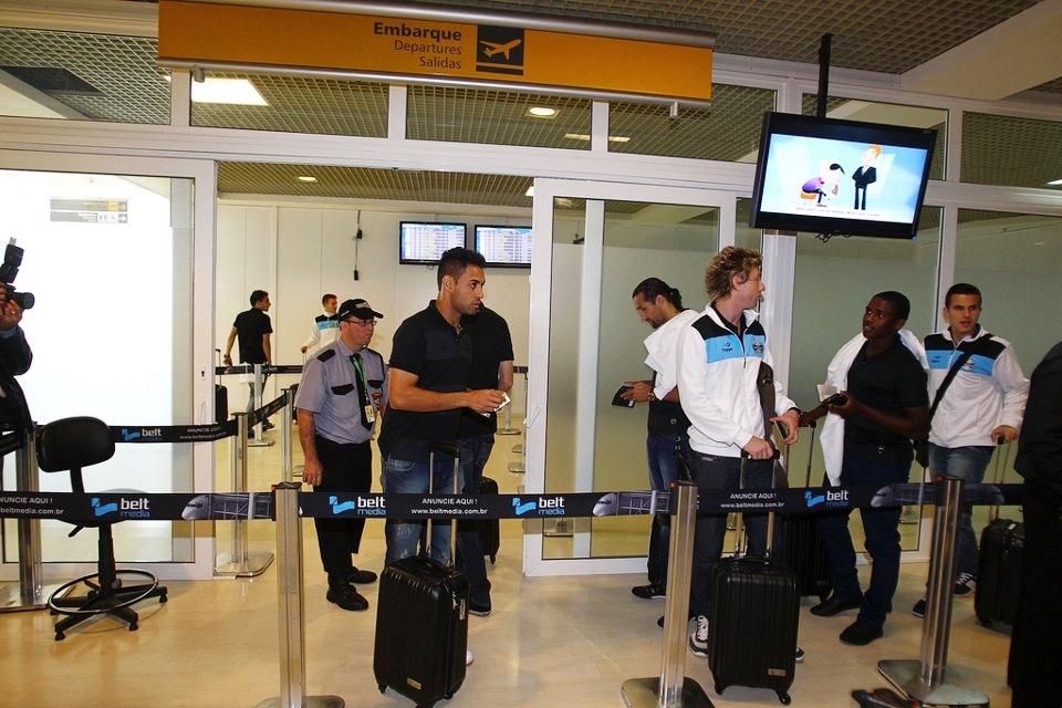 Após treino pela manhã, Grêmio embarca para a Colômbia
