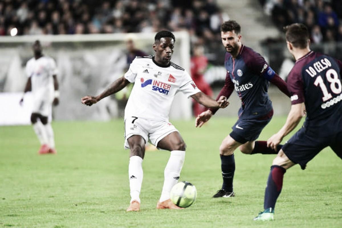 Com time bastante modificado, Paris Saint-Germain cede duplo empate ao Amiens