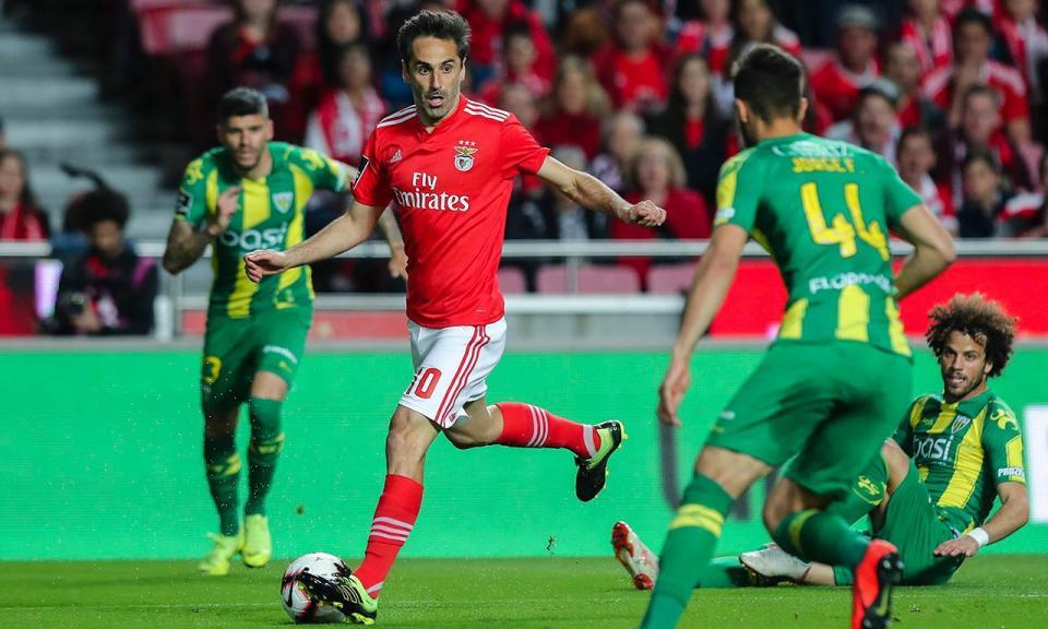 Benfica mantém a liderança
