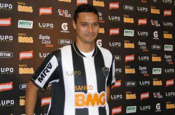 Zagueiro Emerson é confirmado como reforço do Atlético-MG