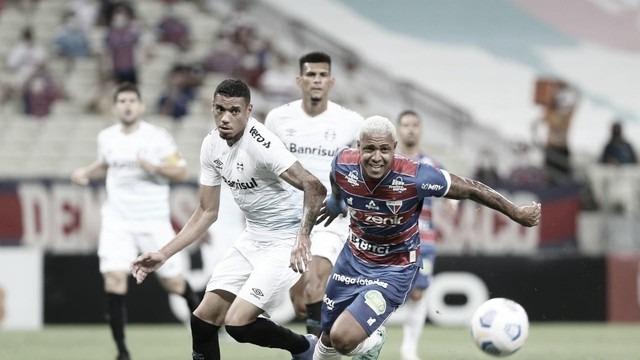 Fortaleza volta a vencer como mandante e afunda ainda mais o Grêmio na crise