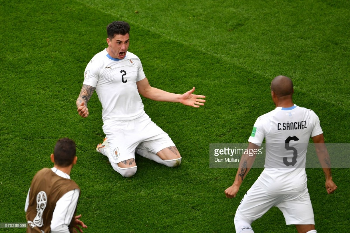 Centurion Suarez strikes to send Uruguay and Russian Federation through