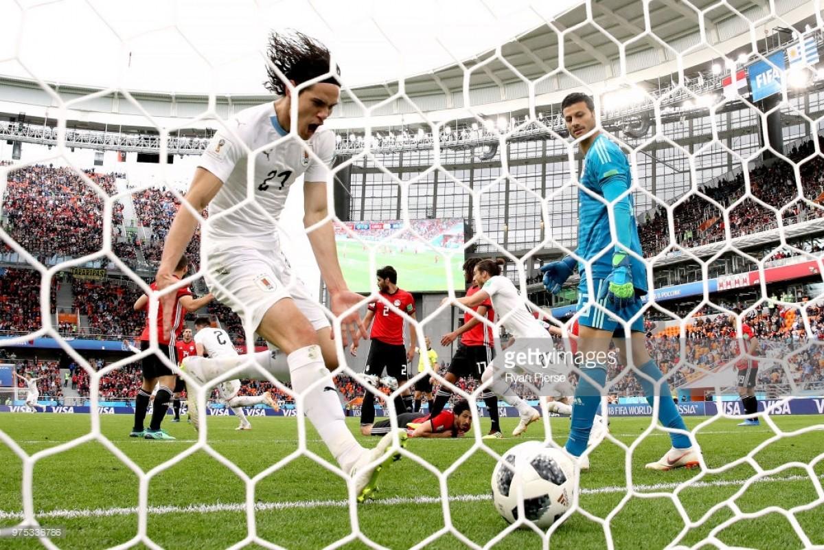 Giménez garante vitória do Uruguai aos 89'