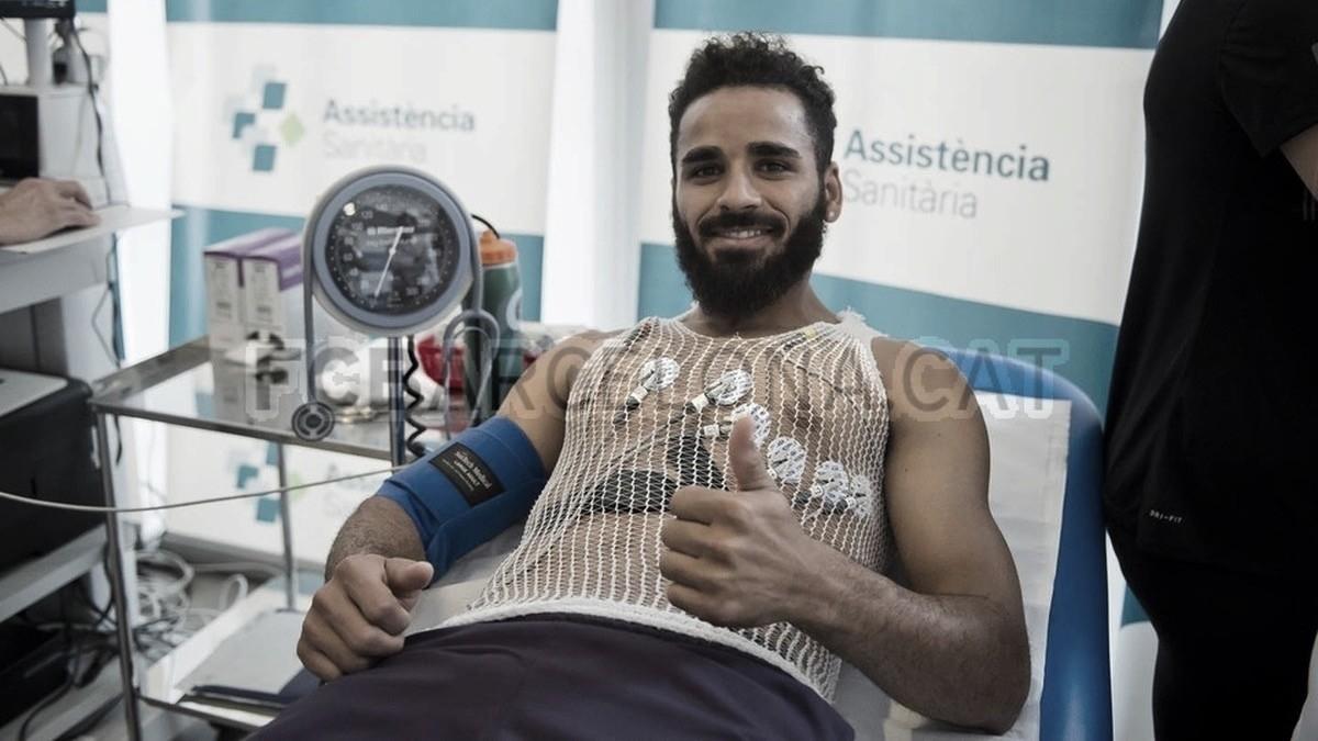 Barcelona acerta ida do lateral brasileiro Douglas para a Turquia