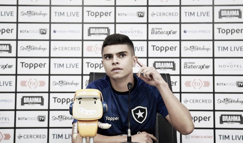 """Antes de estreia internacional pelo Botafogo, Fernando afirma: """"Temos que jogar bem"""""""