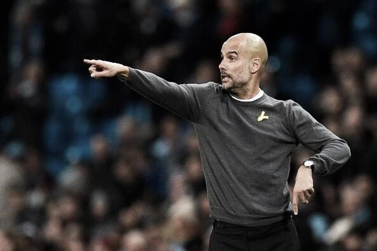 Fita amarela com efeitos políticos usada por Guardiola é proibida pela Federação Inglesa