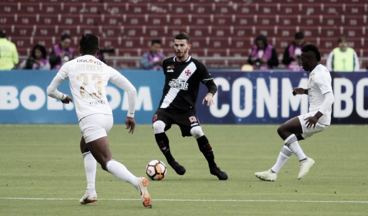 Anangonó marca duas vezes, LDU bate Vasco e garante vantagem para jogo de volta