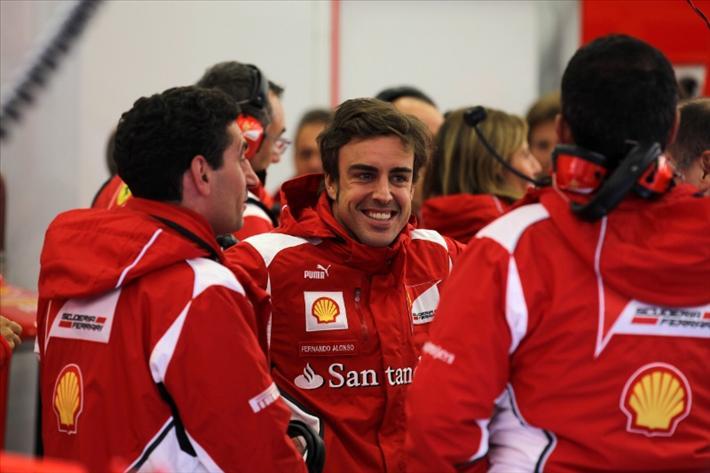 """Alonso: """"Por lo menos no sale en la pole Vettel o Webber"""""""