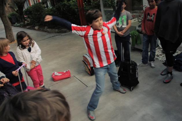 """El Atlético de Madrid saluda a Bucarest: """"La vida puede ser maravillosa"""""""