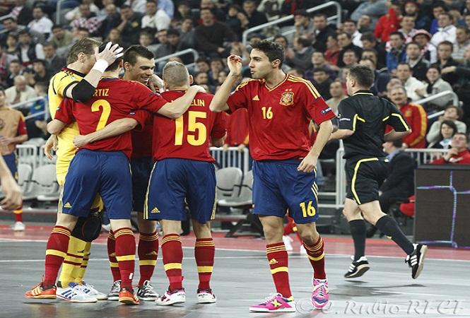España tira de oficio ante Italia y estará en la final de la Eurocopa