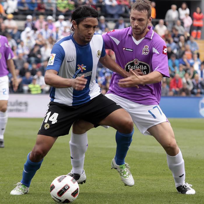 Abel Aguilar tiene un pie y medio en el Deportivo