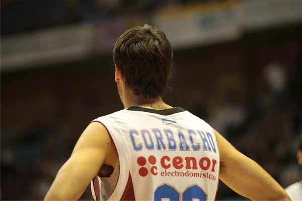 Alberto Corbacho amplía su contrato por dos temporadas