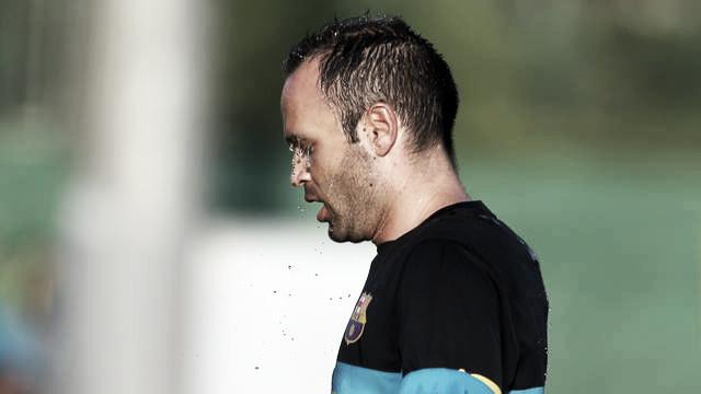 Entrenamiento con los internacionales y Andrés Iniesta llega lesionado