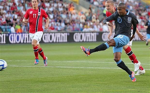 Victoria, pero pobre imagen de Inglaterra en el debut de Hodgson