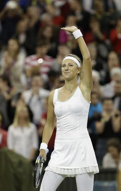Wimbledon: Azarenka y Radwanska avanzan a semis con el número uno en juego