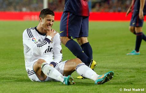 Cristiano Ronaldo sufre un esguince en su hombro