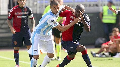El Cagliari no acierta en la primera parte y lo paga en la segunda