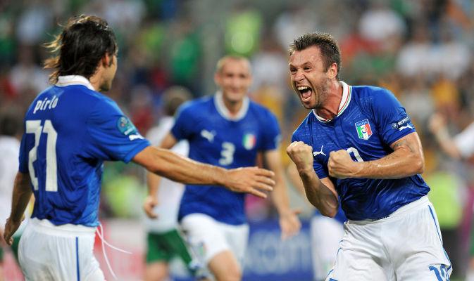Italia tira de oficio y se mete en cuartos