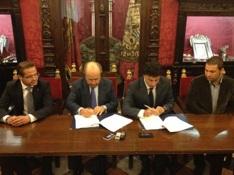 """Ayuntamiento y el Granada """"sellan la paz"""" con un nuevo convenio"""