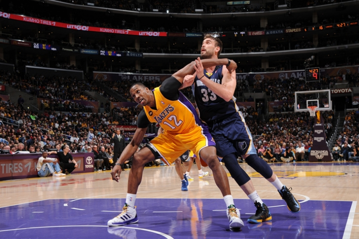 Los Angeles Lakers vence Grizzlies e aguarda pelo clássico de domingo